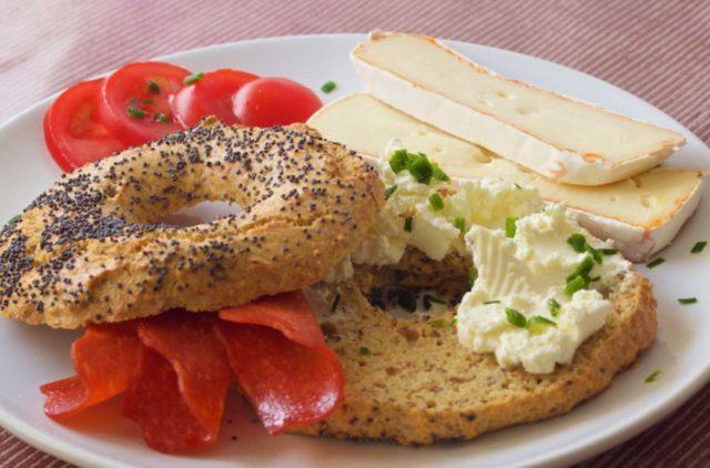 Low Carb Bagels Rezept - leckere glutenfreie, kohlenhydratarme Bagels - Perfekt für's Low Carb Frühstück