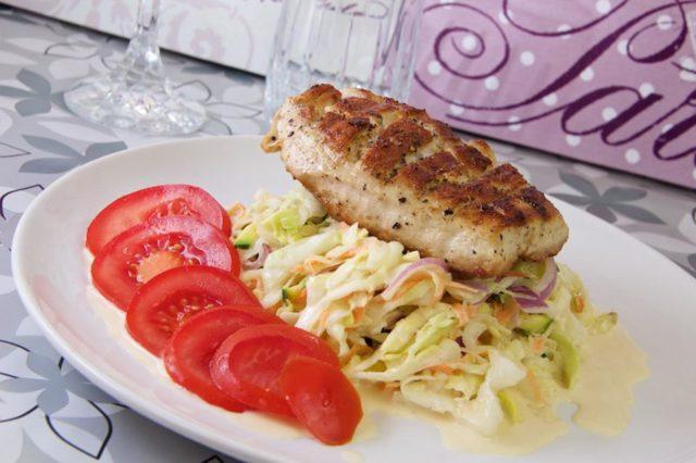 Coleslaw mit Hühnergedöns Low Carb