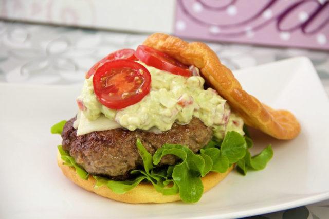 Oopsie Burger mit Guacamole