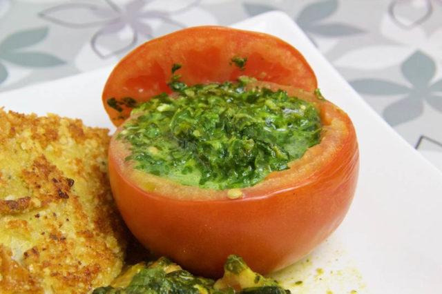 Tomaten gefüllt mit Spinat und Blauschimmelkäse Low Carb
