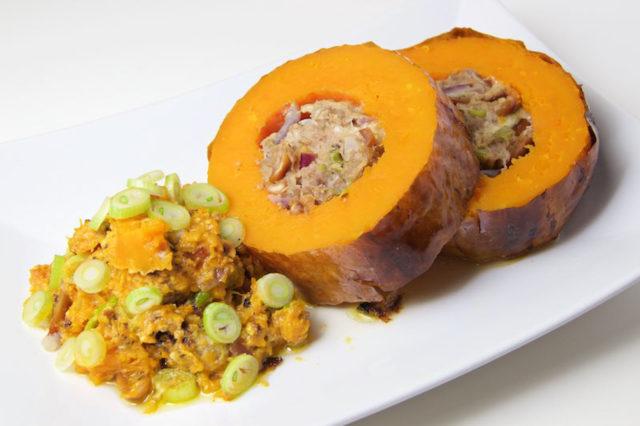 Gefüllter Butternusskürbis mit Hackfleisch und Erdnüssen – Low Carb