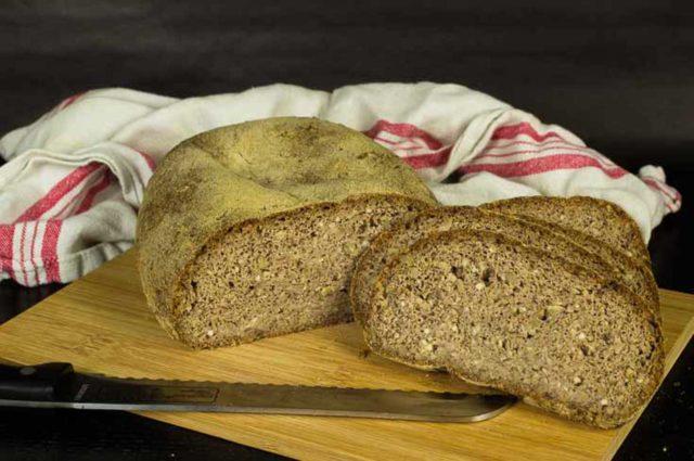 Kerniges Haselnussbrot – Low Carb Brot – glutenfreies Brot