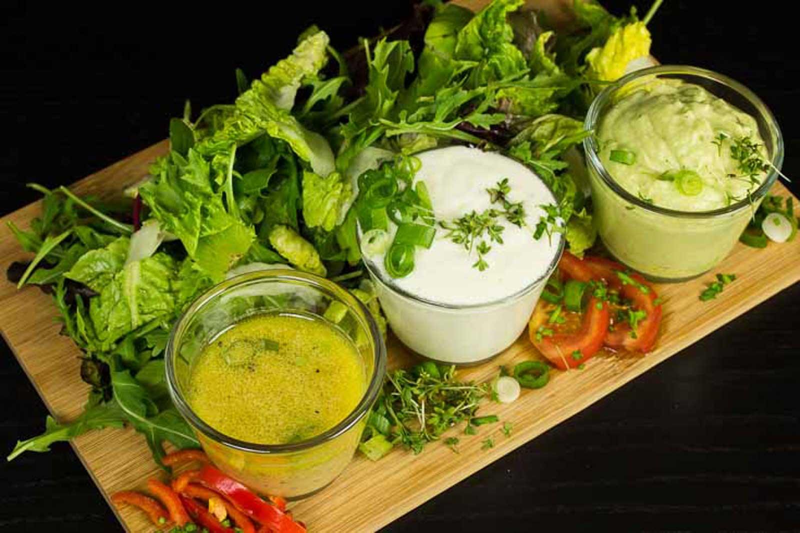 Verschiedene Salatsaucen Low Carb zuckerfrei