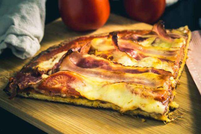Pizza mit Ehekrise, glutenfrei – total Low Carb