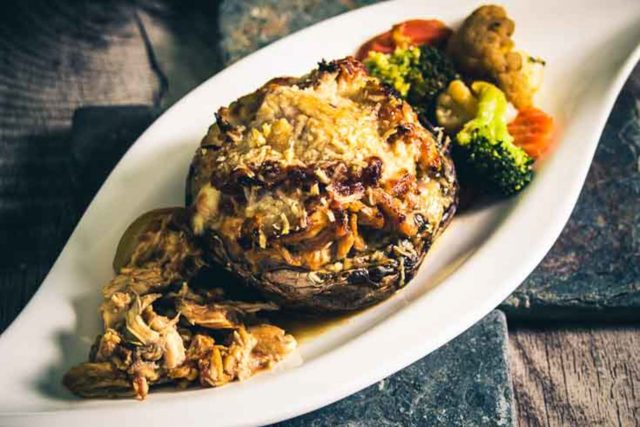 Pulled Chicken im Riesenchampignon Low Carb Slow Cooker, glutenfrei