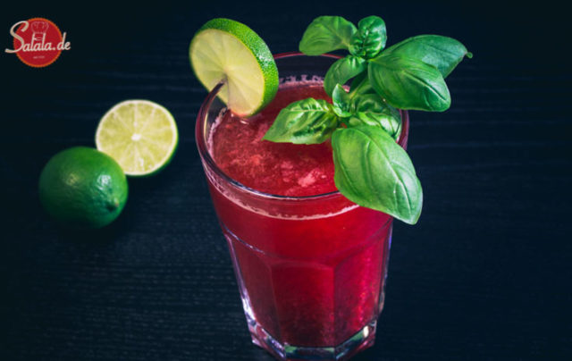 Erdbeer-Limette-Basilikum Limonade zuckerfrei Low Carb Paleo