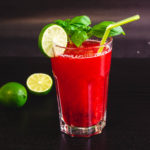 Rezept für eine leckere zuckerfreie Low Carb Erdbeer-Limette-Basilikum Limonade. Ganz einfach zum Selbermachen. #LowCarbGetraenk #ErdbeerLimonade #ZuckerfreieLimonade #LimonadeMitErdbeer