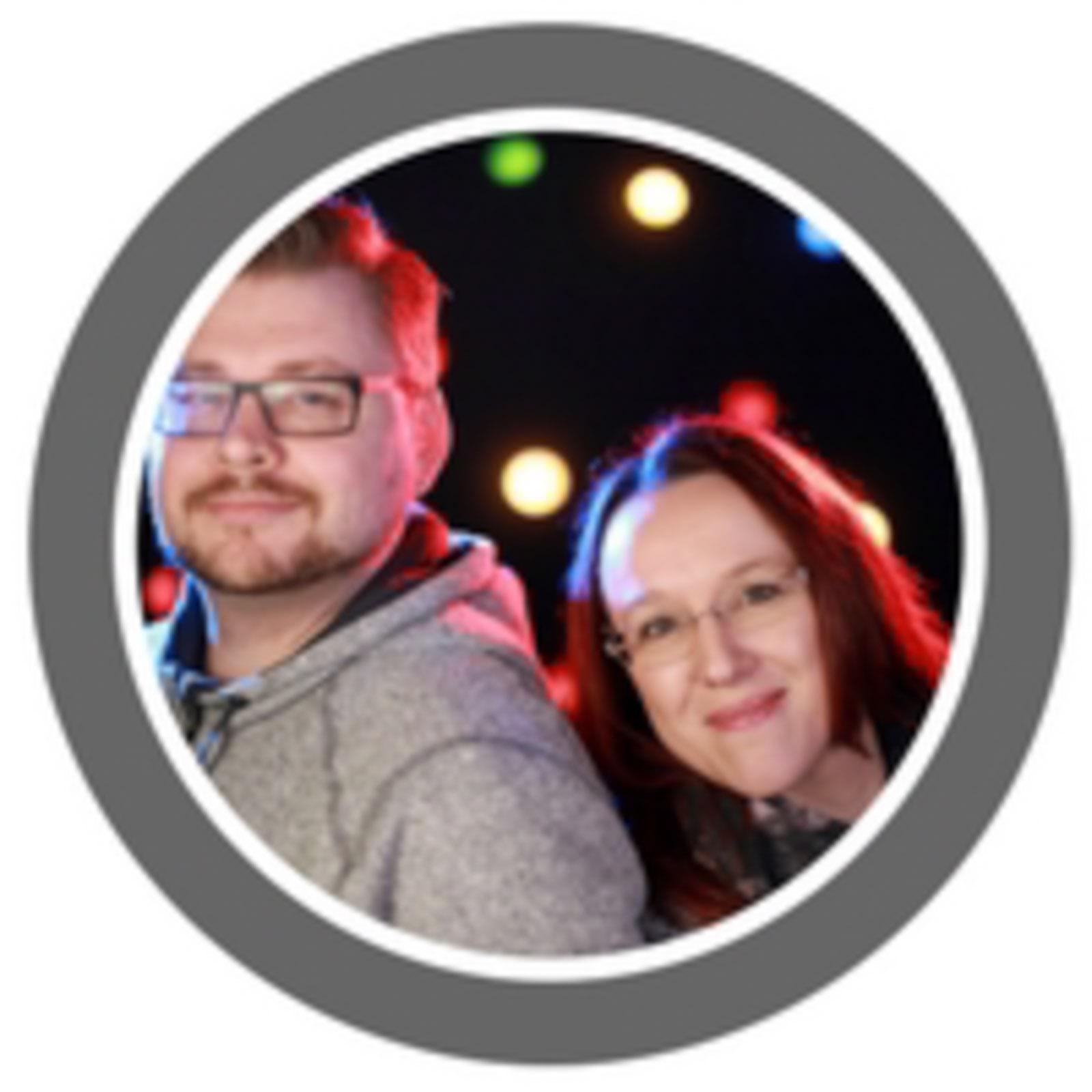 """Wir, das sind Vroni & Nico, beide Jahrgang 80 und seit April 2014 im Low Carb Universum vertreten. Ursprünglich wollten wir """"nur"""" abnehmen, mittlerweile ist Low Carb eine Lebenseinstellung geworden und unser Blog sowie Youtube unsere zweite Heimat."""