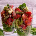 low carb vorspeise avocado erdbeer salat salala.de