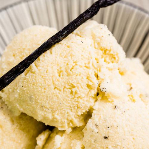 Leckeres Vanilleeis Rezept ganz ohne Zucker und ohne Eismaschine. Geht super schnell zu, machen uns schmeckt ultra lecker nach Vanille. Low Carb Rezept #lowcarb #lowcarbeis #lowcarbrezepte #lowcarbvanilleeis #vanilleeisohnezucker #eisohneeismaschine