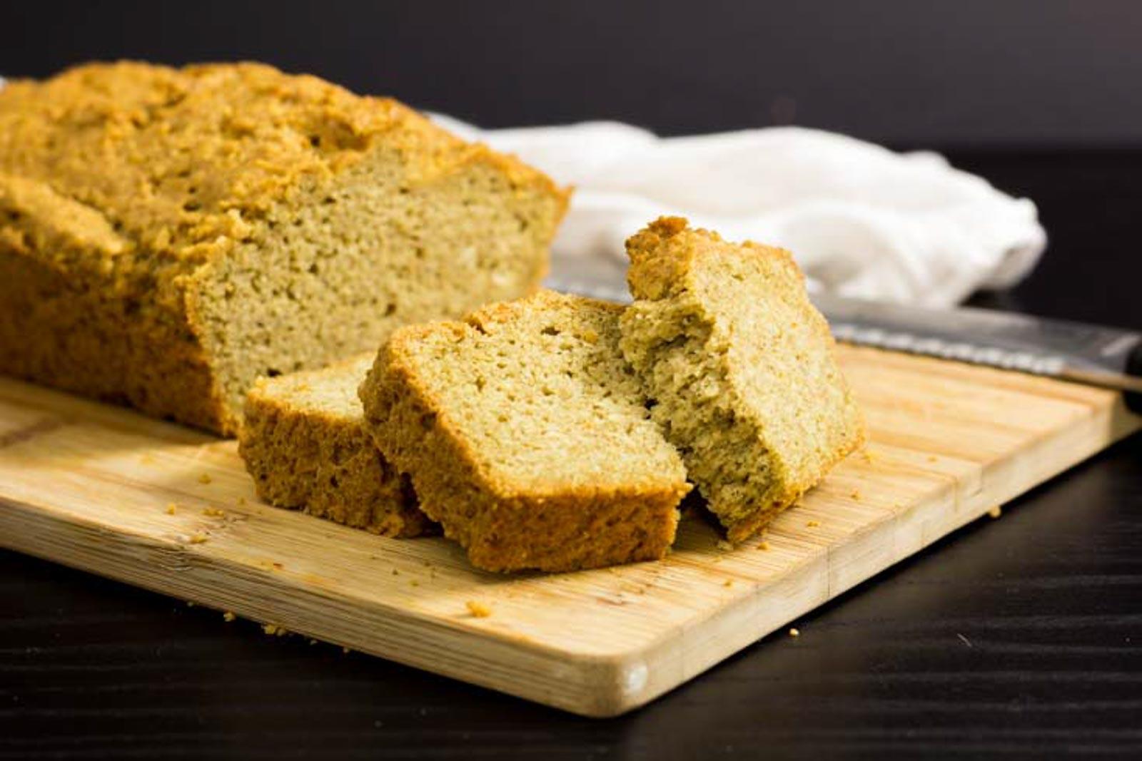 Schnelles ketogenes Low Carb Brot glutenfrei backen ohne Mehl salala.de