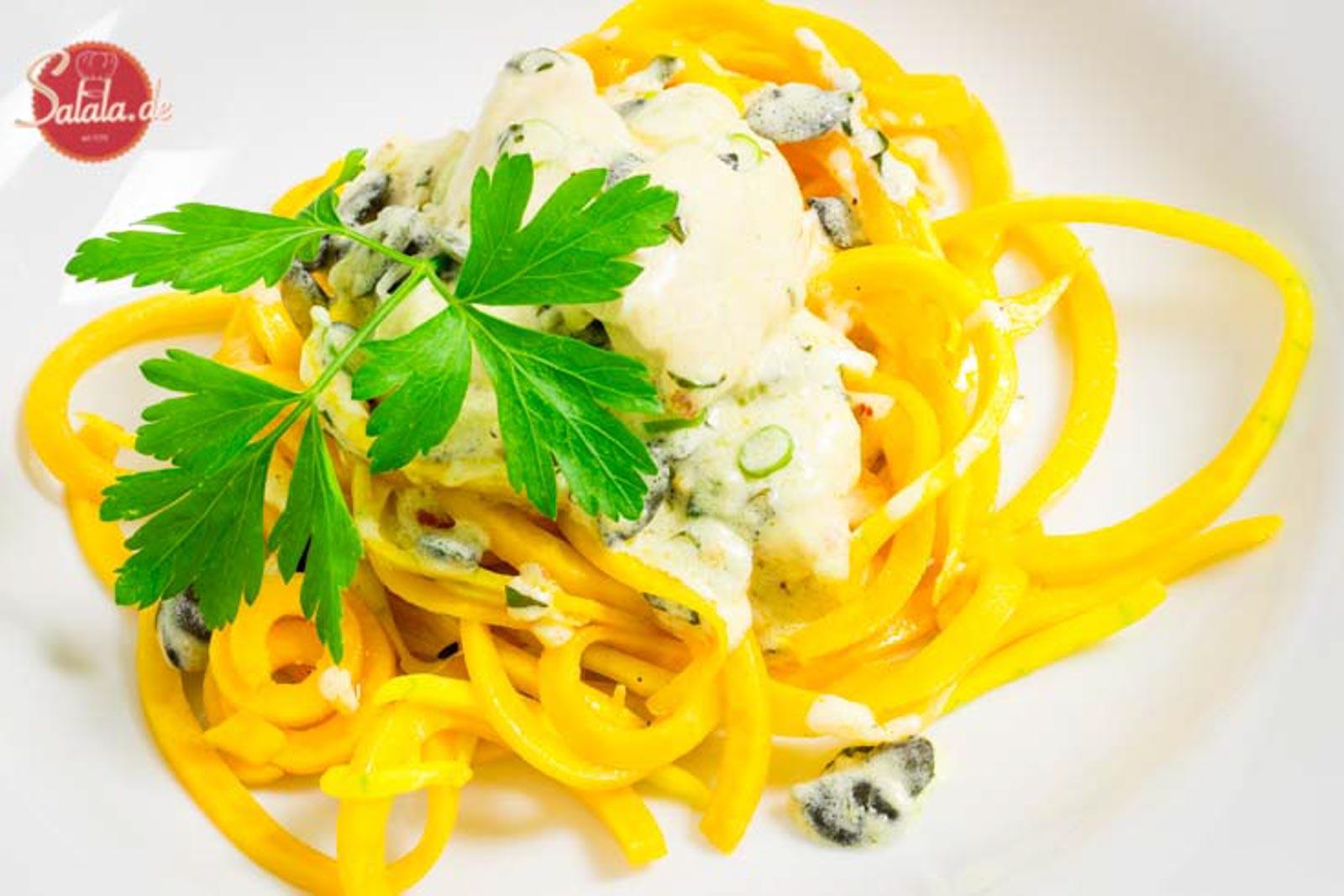 Kürbisnudeln mit Knoblauch Hähnchen Low Carb Pasta Rezept salala.de - cremig und aromatisch