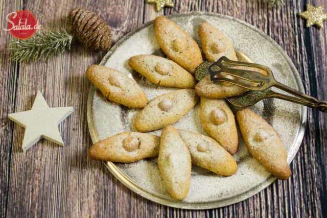 Macadamia Schiffchen Weihnachtsbäckerei Low Carb - by salala.de - leckere low carb Macadamia Plätzchen ohne Mehl und Zucker, glutenfrei und gesund selbst machen
