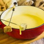 Schweizer Käsefondue zu Silvester - by salala.de - Käse dippen low carb festlich Käsefondue selber machen ohne Mischung glutenfrei
