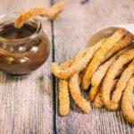 Low Carb Churros - by salala.de - Churros ohne Mehl und ohne Zucker aber mit zuckerfrei Schokoladensauce, lecker frittiert Rezept