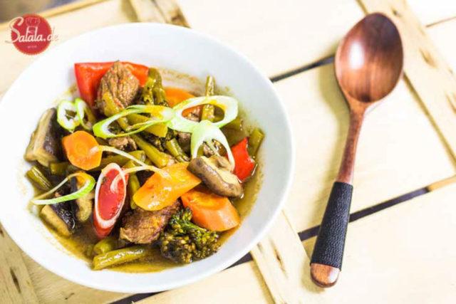 Asiatische Rind-Gemüse-Suppe Low Carb