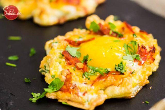 Low Carb Cloud Eggs mit Chorizo - by salala.de - Ketogenes Frühstück mit Ei und Käse