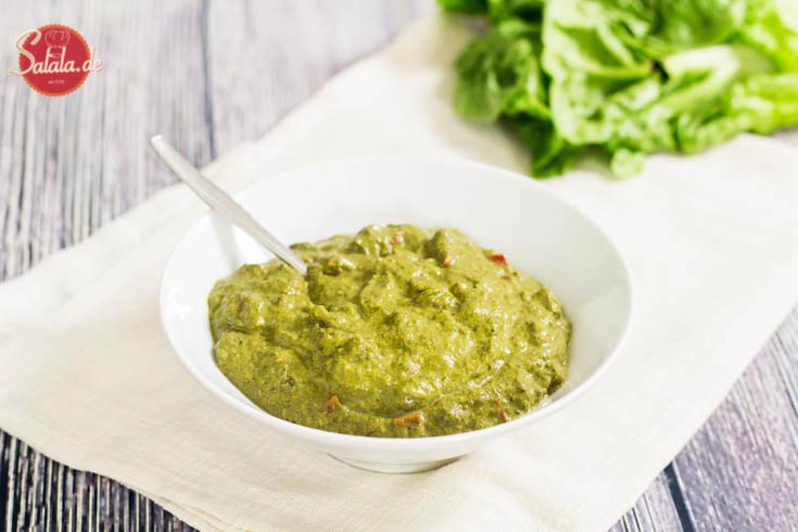 Rahmspinat selber machen Rezept Low Carb aus frischem Spinat mit Frischkäse und Paprikawürfeln - perfekte Low Carb Beilage