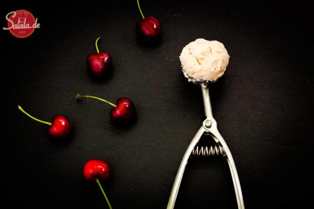 Joghurt-Kirsch-Eis - by salala.de - ohne Zucker selber machen Low Carb mit Eismaschine mit türkischem Joghurt