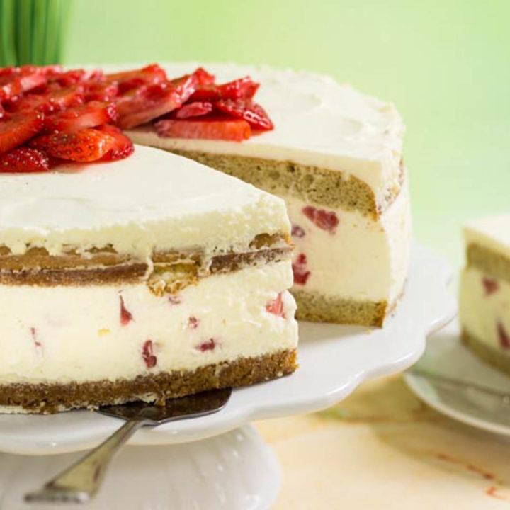 Naked Cake Erdbeertorte by salala.de zum Muttertag Low Carb Rezept ohne Mehl und ohne Zucker und absolut glutenfrei