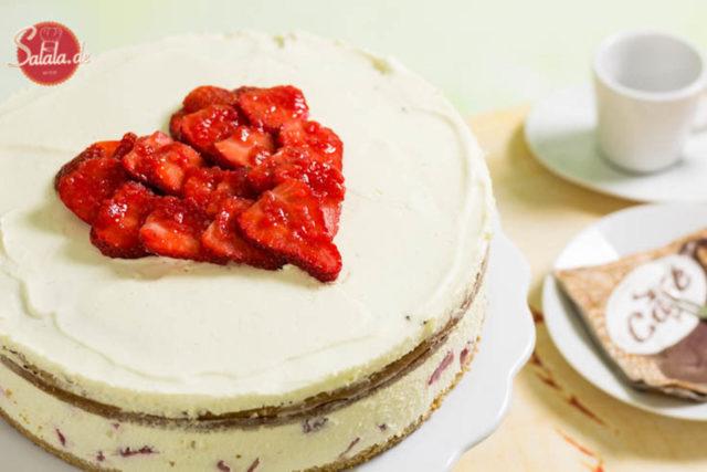 Naked Cake Erdbeertorte - by salala.de - zum Muttertag Low Carb Rezept ohne Mehl und ohne Zucker und mit Low Carb Bisquit