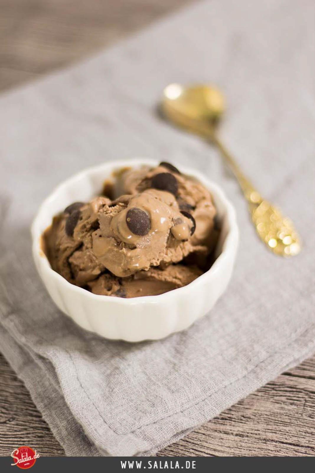 Chocolate Chip Eis - by salala.de - ohne Zucker Rezept mit Eismaschine Ibywind YF700 Low Carb mit Schokodrops