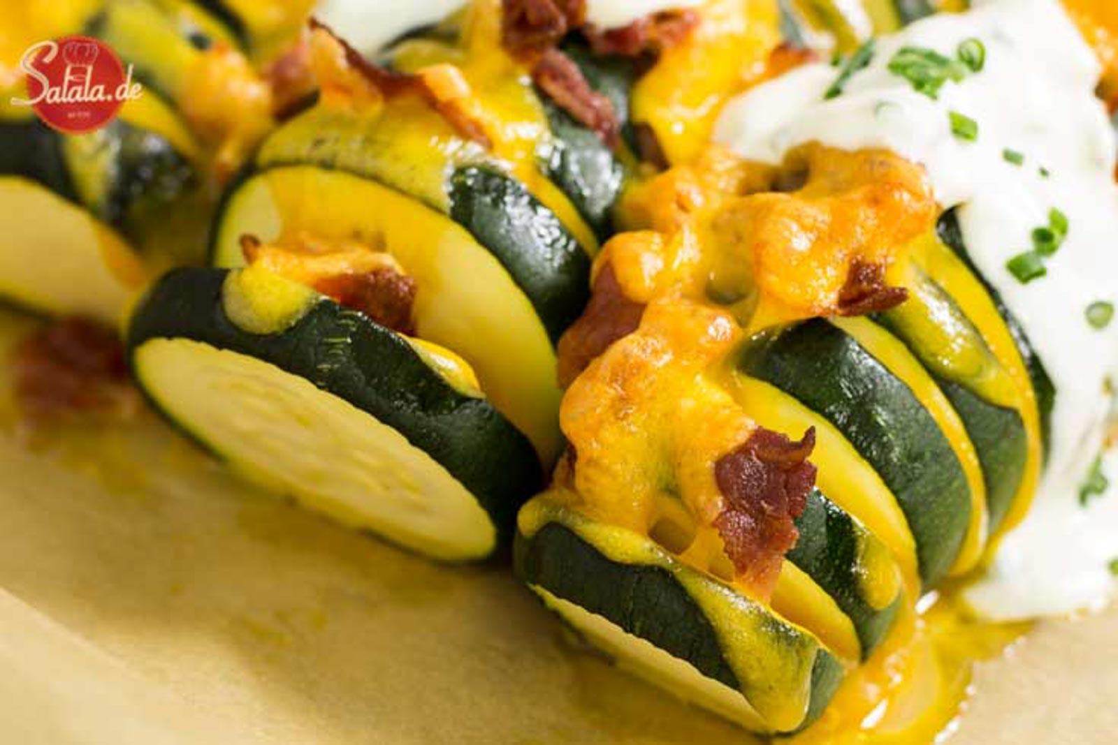 Gefüllte Zucchini - by salala.de - mit Cheddar und Bacon Low Carb Hauptgericht