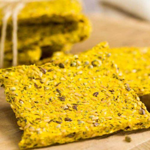Knäckebrot Low Carb - by salala.de - veganes Rezept ohne Mehl und glutenfrei einfach selber machen mit Kurkuma und Hanfsamen