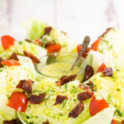 Salat Wedges - by salala.de - mit Cesar Dressing Rezept Low Carb ohne Zucker mit Bacon