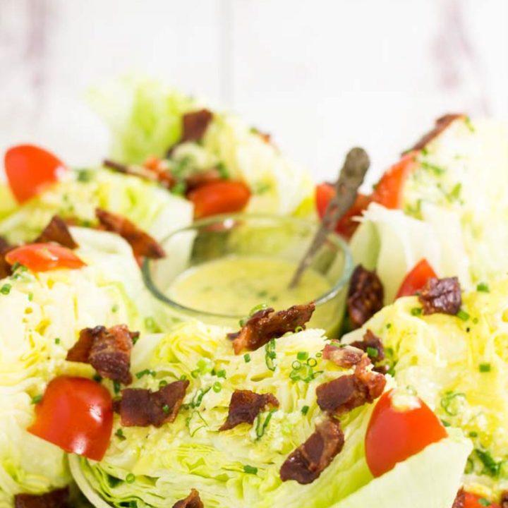 Salat Wedges by salala.de mit Cesar Dressing Rezept Low Carb ohne Zucker mit Bacon 1