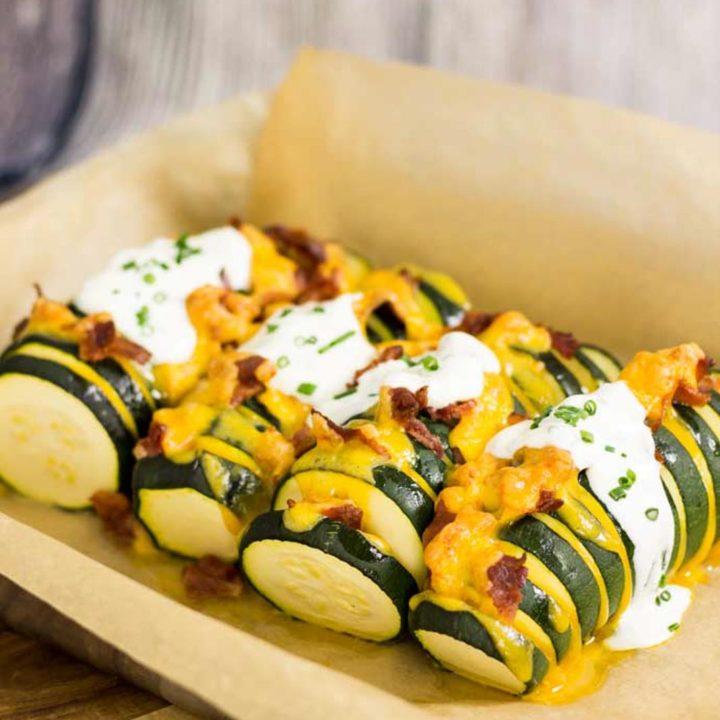 Gefüllte Zucchini by salala.de mit Cheddar und Bacon Low Carb Rezept