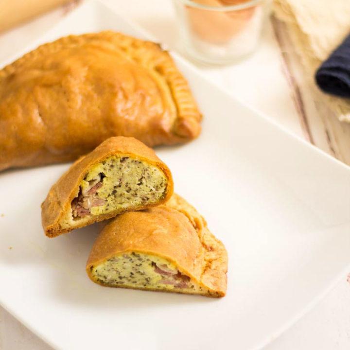 Heiße Keto Teigtaschen by salala.de ohne Mehl Low Carb Rezept mit Fathead Teig und Bacon zum Frühstück