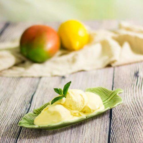 Low Carb Joghurt-Mangoeis - by salala.de - cremiges Speiseies ohne Zucker und mit frischer Mango und Joghurt #eis #zuckerfrei #frucht #lowcarb