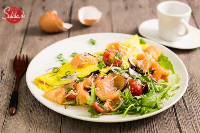 Omelette mit Lachs, Tomaten und Rucola - by salala.de - Rezept zum Low Carb Frühstück