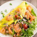 Omelette mit Lachs und Rucola - by salala.de - Rezept zum herzhaften Low Carb Frühstück mit Parmesan