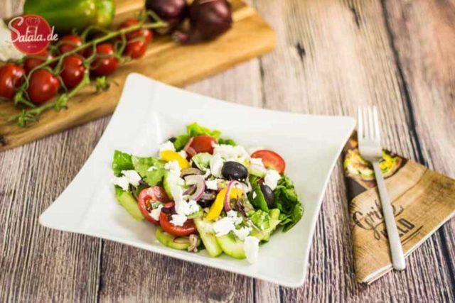 leckerer Griechischer Bauernsalat einfach selber machen Low Carb Rezept ohne Kohlenhydrate von salala.de