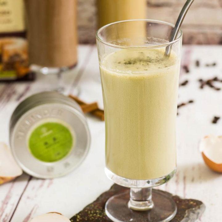 Keto Matcha Drink zum Frühstück ohne Milch und ohne Zucker