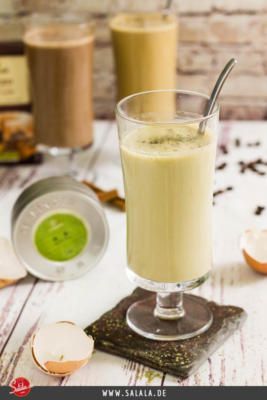 Keto Matcha Drink zum Frühstück ohne Milch und ohne Zucker #frühstück #lowcarbfrühstück #lowcarb #lowcarbrezepte #keto #ketorecipes #drinks #lowcarbgetränk #ohnezucker #sugarfree #milkfree #milchfrei