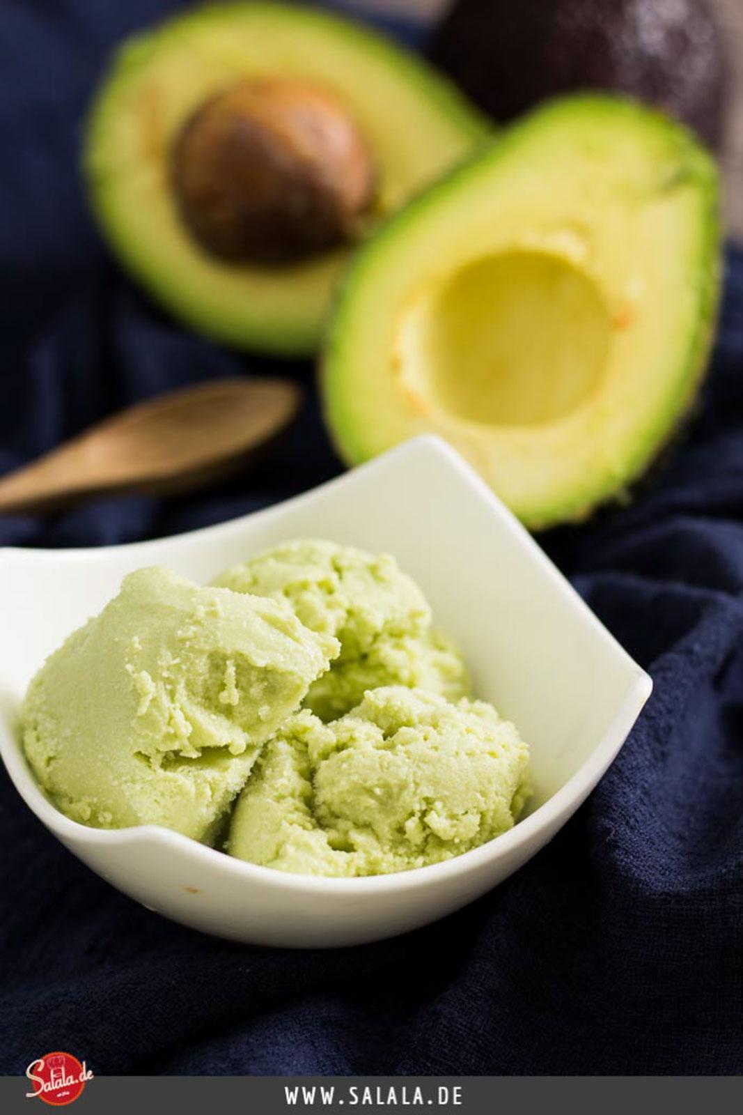 Zuckerfreis Avocado Eis mit Kokosmilch - by salala.de - selber machen mit Eismaschine Ibywind YF700 Rezept #zuckerfrei #eis #lowcarb