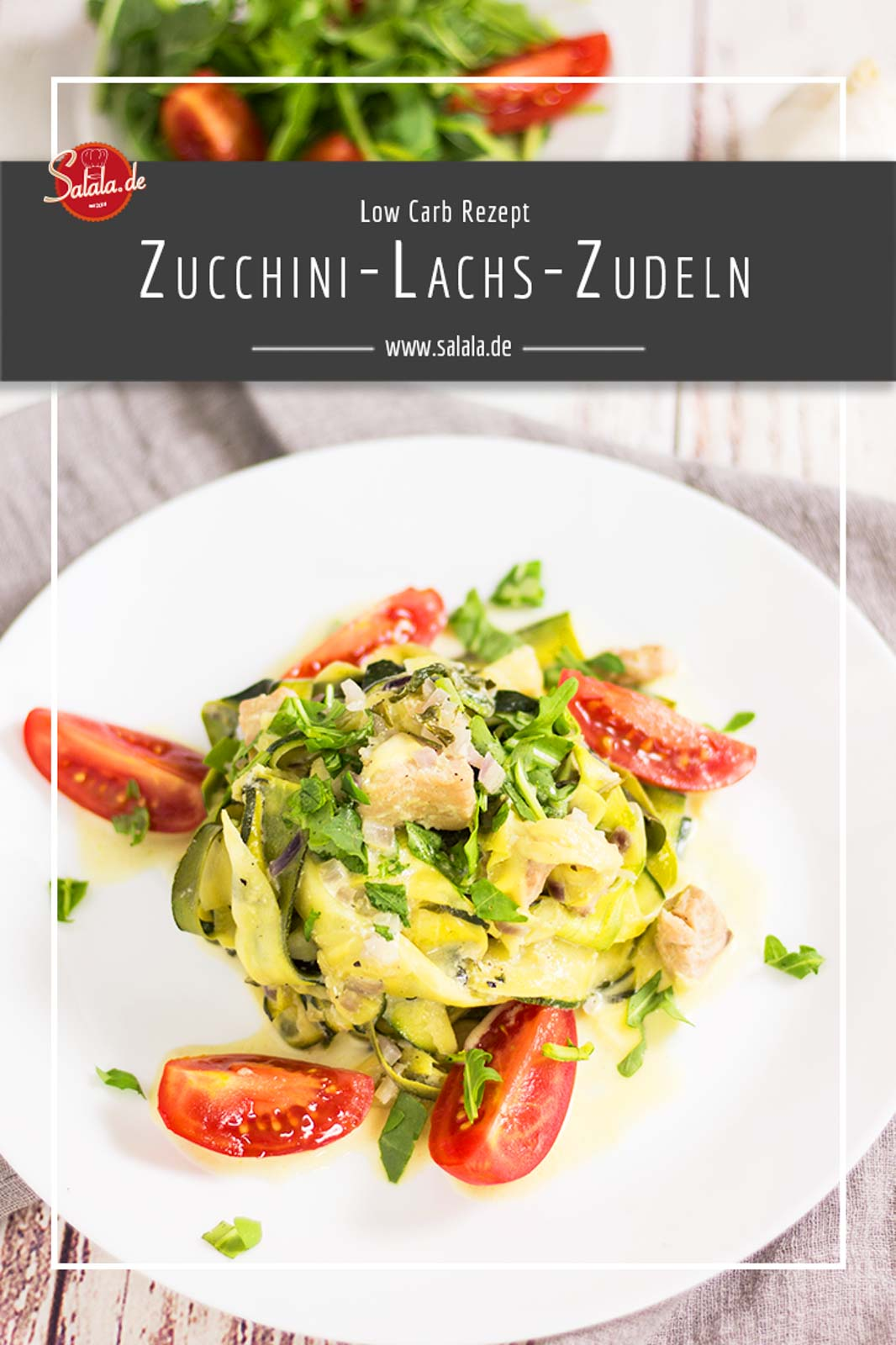 Zucchini Lachs Zudeln - by salala.de - Rezept mit Gemüsenudeln Low Carb Gemüsenudeln Low Carb Pasta #lachszucchinipfanne #gemüsenudeln #zucchninudeln #lowcarb #rezepte #lowcarbrezepte