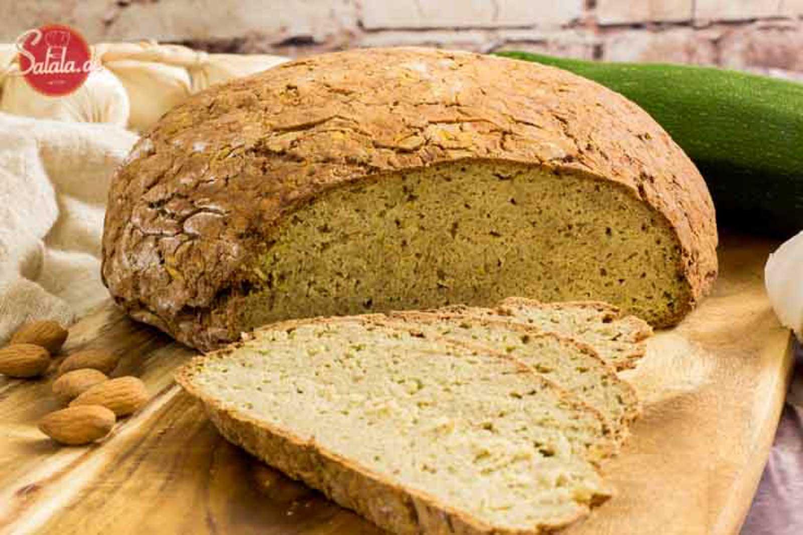 Zucchinibrot Rezept - by salala.de - ohne Mehl, glutenfrei und nur 1g Kohlenhydrate #glutenfrei #lowcarbbrot #zucchini #zucchinibrot #brotohnemehl #lowcarb #rezepte