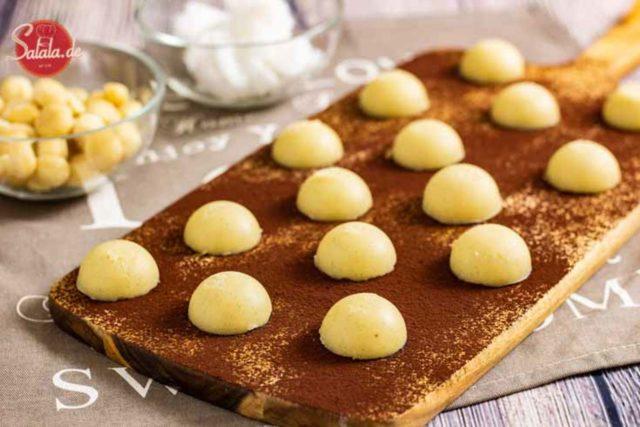 Vanille Macadamia Fat Bombs - by salala.de - mit Butter und Kokosöl Keto Rezept zum Fett auffüllen