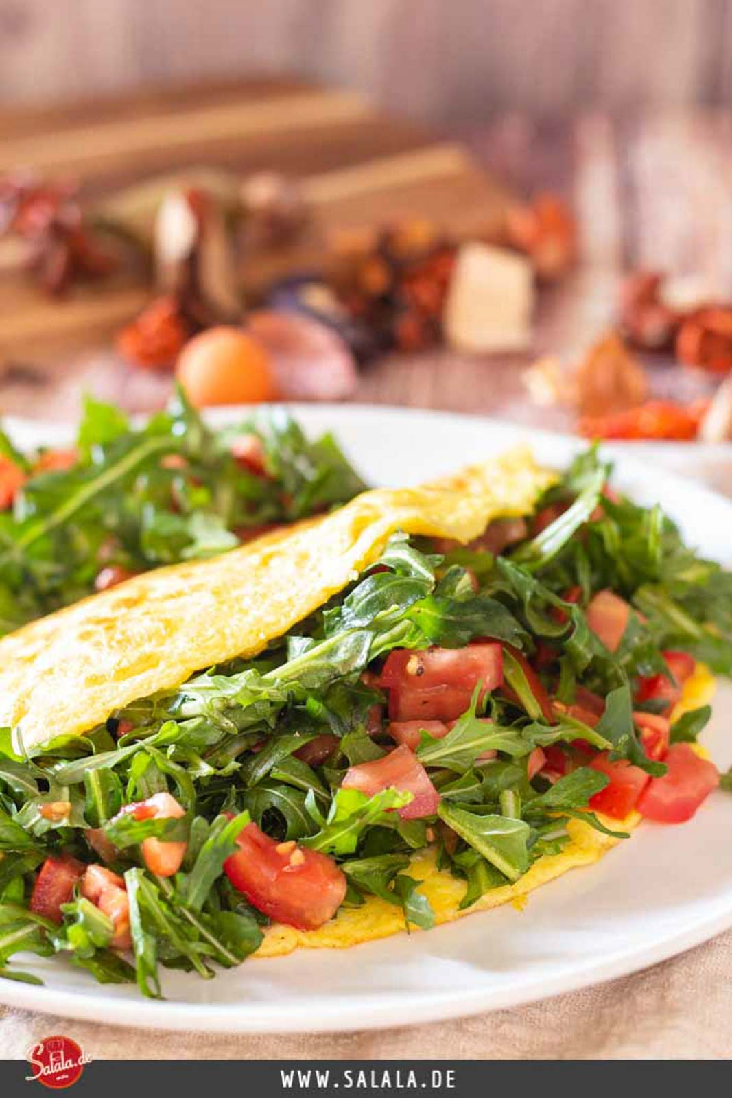 Käse-Omelette mit Rucola und Tomate - by salala.de - Rezept ohne Mehl Low Carb #omelette #lowcarb #lowcarbrezepte #rezepte #rezeptemitei #frühstück #lowcarbfrühstück