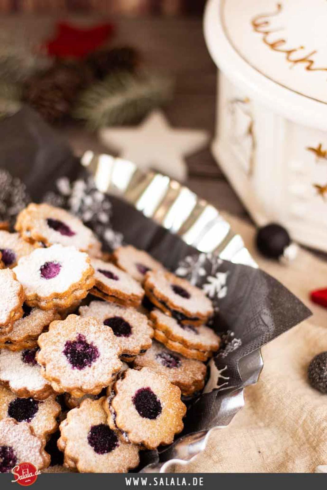 Spitzbuben Plätzchen mit Marmelade I Hildatörtchen - by salala.de - Rezept ohne Mehl und ohne Zucker Low Carb Weihnachtsplätzchen glutenfrei #spitzbuben #lowcarb #lowcarbbacken #lowcarbweihnachten #lowcarbplätzchen #plätzchenohnemehl #weihnachten #plätzchen #glutenfrei #zuckerfrei