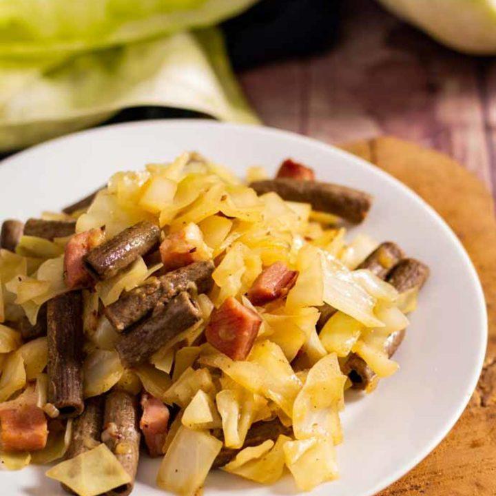 Krautfleckerl Rezept mit Speck by salala.de Low Carb und glutenfrei mit Weißkohl