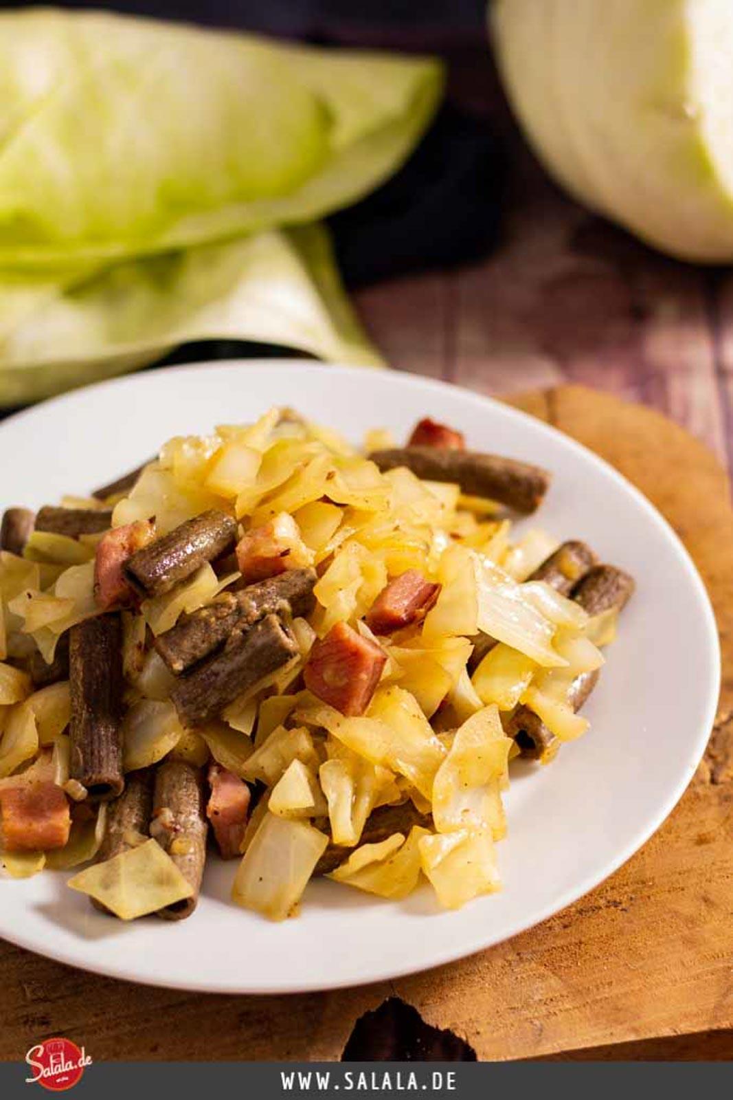 Krautfleckerl Rezept mit Speck - by salala.de - Low Carb und glutenfrei mit Weißkohl