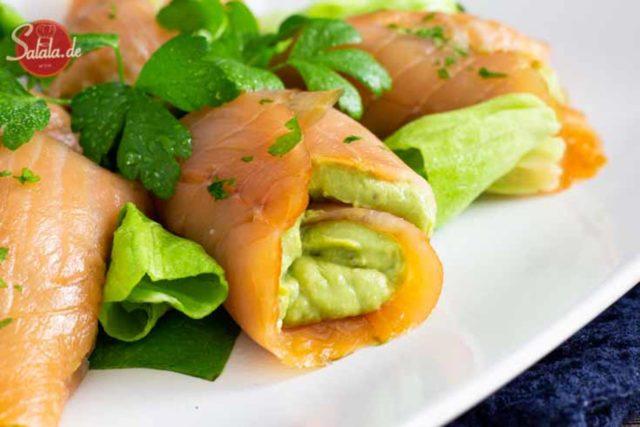 Lachsröllchen mit Avocado-Ei-Füllung I by salala.de I Keto Snack Rezept
