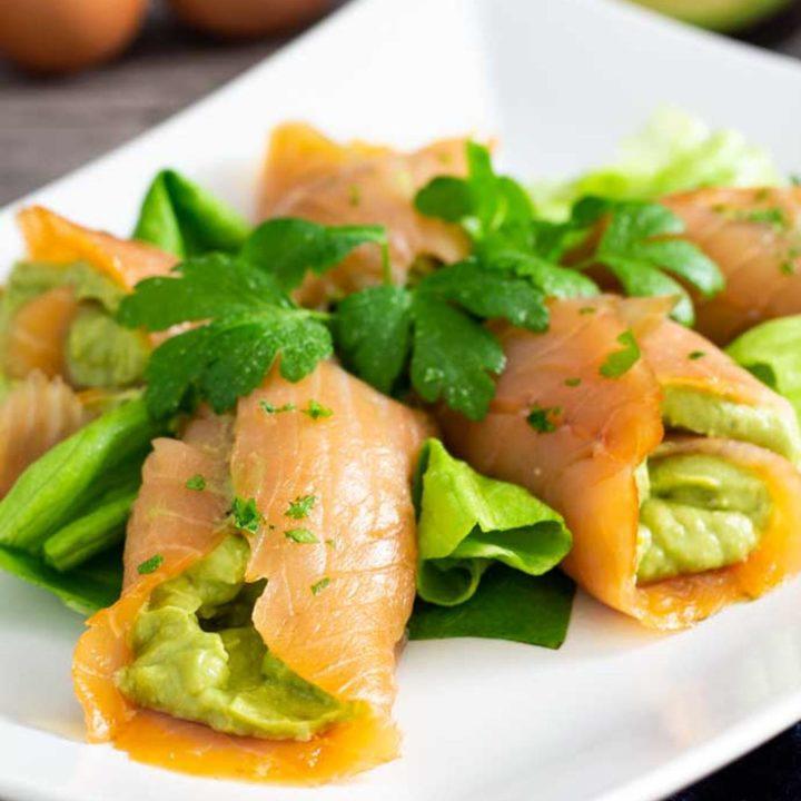 Lachsröllchen mit Avocado Ei Füllung I by salala.de I Keto Snack Rezept zum vorbereiten
