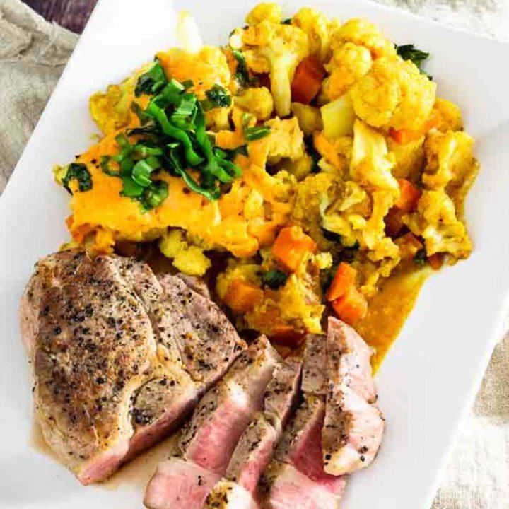 Cheddar Blumenkohl mit Nackensteak in der Krups Cook4Me Connect I salala.de I Low Carb Rezept mit Schweinefleisch