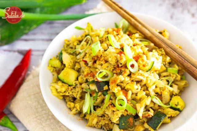 Gebratener Reis aus Blumenkohl mit Zucchini I by salala.de I Low Carb Rezept vegetarisch